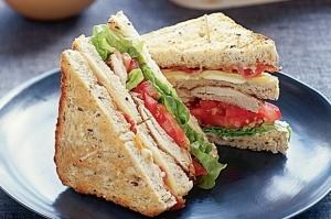 15.06.25-Chicken-Club-Sandwich