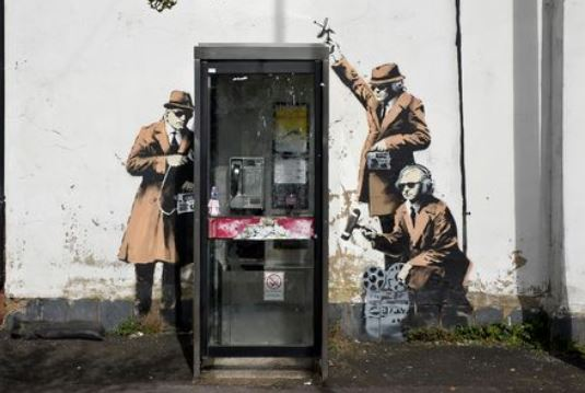 17.11.07-banksy-spybooth