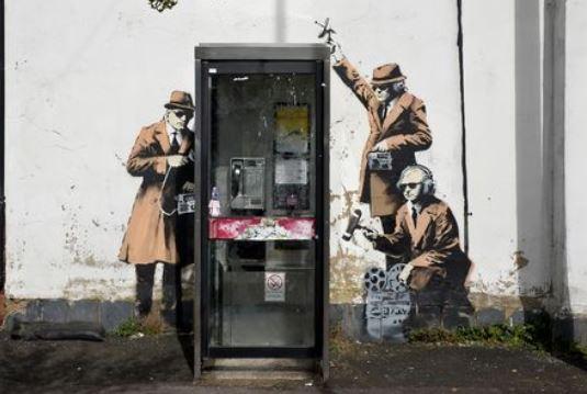 17.11.07-banksy-spybooth